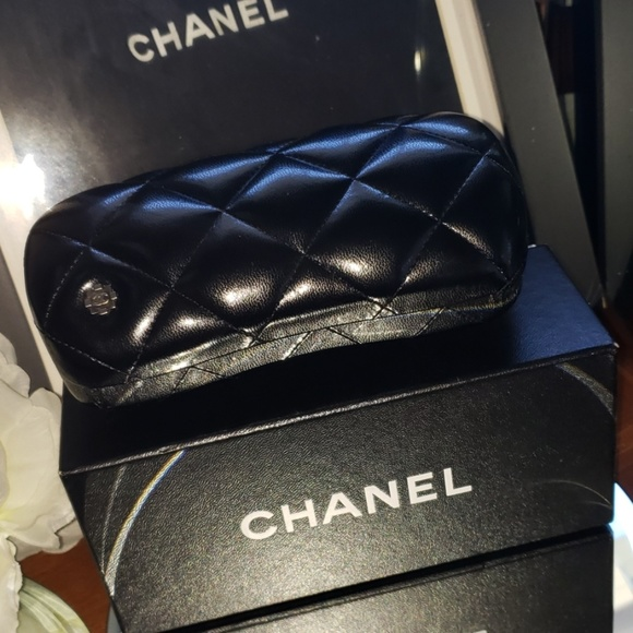 CHANEL Handbags - Authentic Chanel Quilted Puffed Learher Case 100%